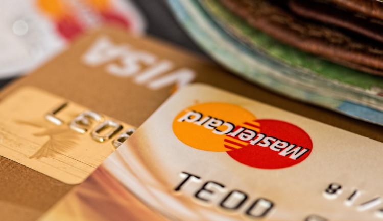 Nová směrnice zavádí od 14. září povinnost nutnost vyššího stupně ochrany při platbách kartou