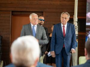 Sněmovna začala projednávat senátní ústavní žalobu na Zemana