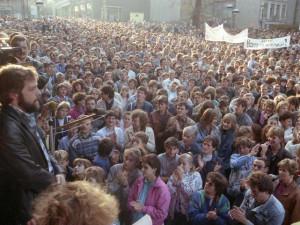 ČSSR tlakem na řešení emigrace z NDR uspíšila pád berlínské zdi
