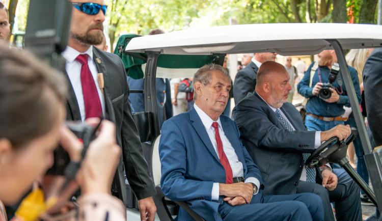 Zeman vyznamená Klause či Kusturicu, Babiš již seznam podepsal