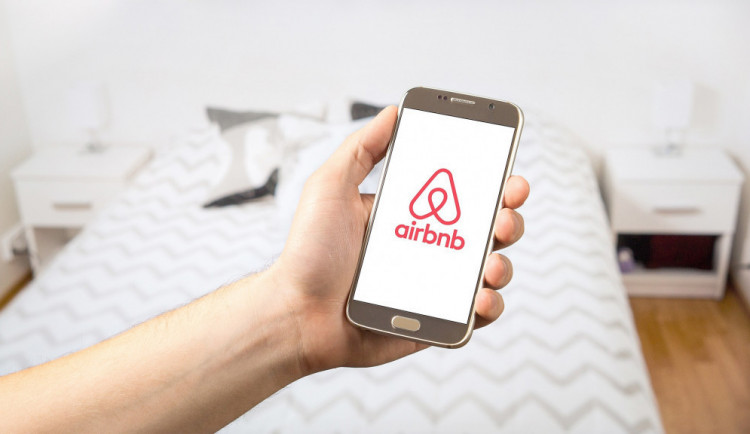 Poplatek z ubytování dopadne od ledna i na služby typu Airbnb