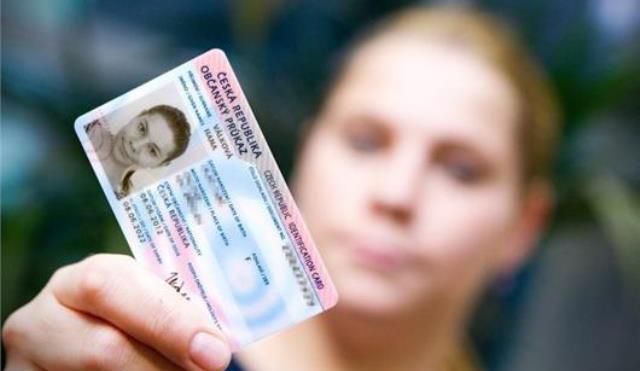 Rodná čísla nebudou v občanských průkazech asi od roku 2022