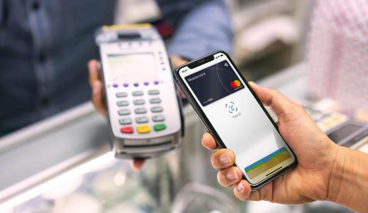 Mobilní platby jsou návykové, 54 procent uživatelů jimi platí všude, kde se dá