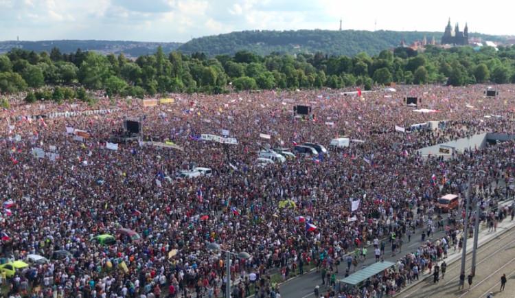 Milion chvilek zveřejnil témata listopadové demonstrace na Letné