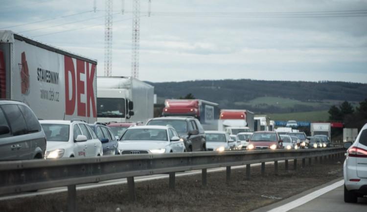 Katastrofický scénář: V prosinci po spuštění mýta hrozí na dálnicích kolony až 40 kilometrů