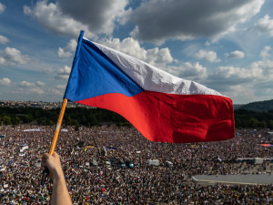 Czech Press Photo vyhrál snímek protestu proti Babišovi. Bodovala také fotografky Drbny