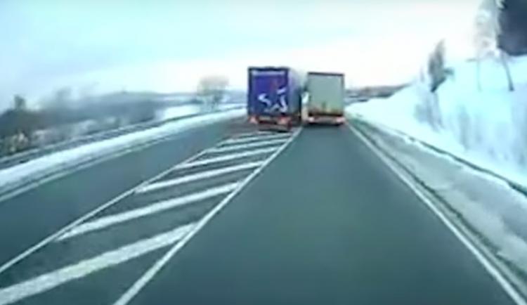 VIDEO: Český řidič, jenž v Německu riskantně předjížděl, dostal vězení