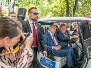 Zeman kvůli ruskému vyjádření k srpnu zvažuje nejet do Moskvy