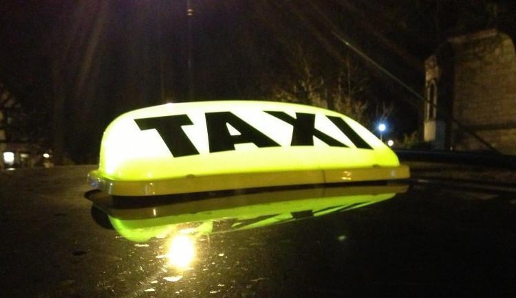 KOMENTÁŘ: Opravdu věříme tomu, že zkoušky z právních předpisů zvýší kvalitu taxi?
