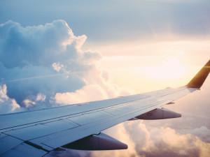 Zeman požádal Petříčka, aby vláda vyslala letoun s pomocí do Číny