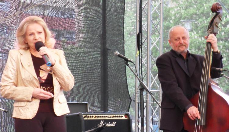 Zemřela Eva Pilarová, poslední rozloučení kvůli koronaviru nebude