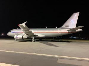Na kbelské letiště přistálo letadlo s rychlotesty na koronavirus