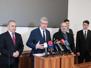Vláda pozastavila EET, promine zálohy na daň a pokuty