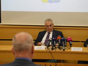 Prezident Zeman odmítl kvůli koronaviru vyhlásit amnestii