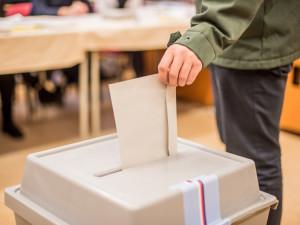 Volby do Senátu a do krajů se budou konat na začátku října