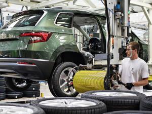 Trh nových aut se letos propadne o třicet procent