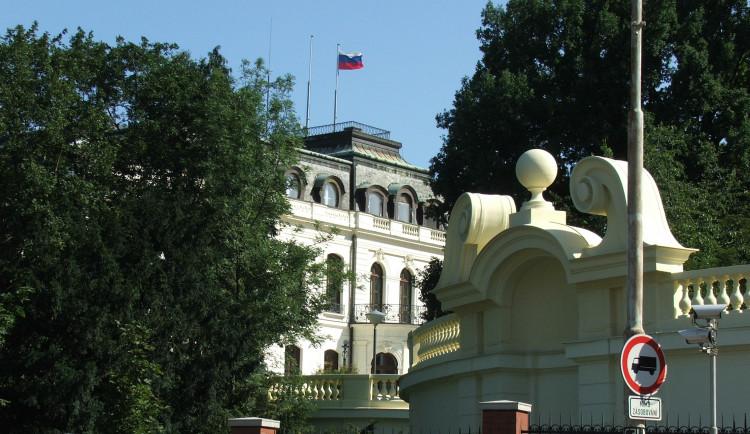 Ruská ambasáda odmítla, že by přesunula své sídlo