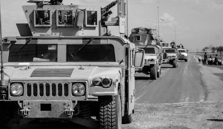 Příběh z mise vojáka: Američané jsou zvířata, dáme jim bombu pod auto