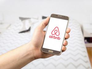 Airbnb se z koronavirové krize vzpamatuje, míní ekonom. Náběh do stavu před pandemií bude delší