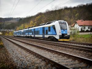 Vlaky a autobusy mohou jezdit do zahraničí, EET čeká další odklad