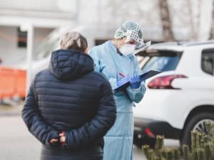 Téměř čtyřicet procent Čechů pocítilo dopad pandemie na příjmy