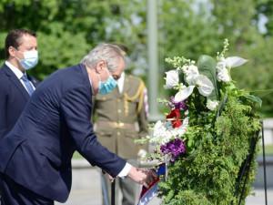 FOTO: Politici k výročí konce války položili věnce, kvůli viru odděleně