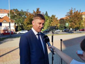 Petříček: Výhrůžky zaměstnanci ruské ambasády v Česku řeší policie