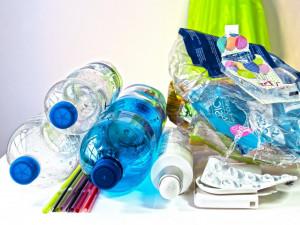 Primátor Hřib chce zálohování PET lahví a plechovek. Drahý a neefektivní krok, ukazuje analýza