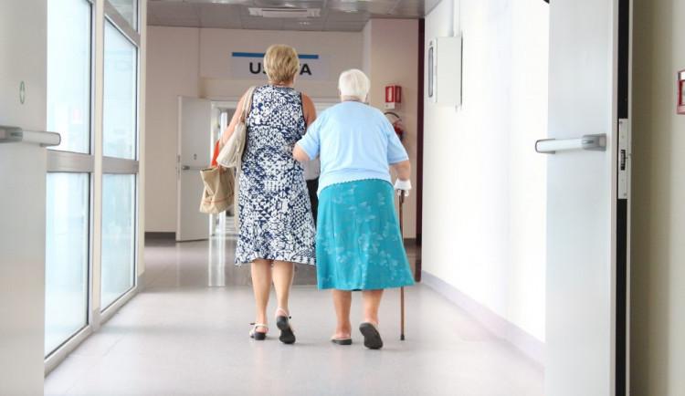 Ordinace praktických lékařů se začínají vracet do běžného režimu. Některá opatření zůstávají