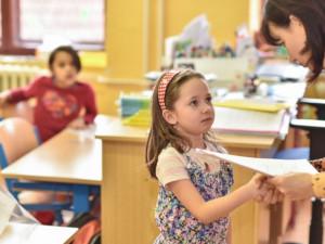 Řada škol dnes rozdá vysvědčení, budou mít ředitelské volno
