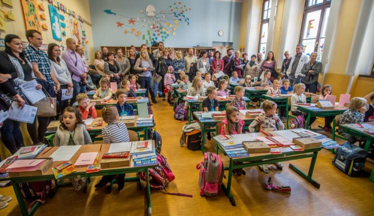U školních potřeb táhne ekologie, k dostání jsou sety s rouškou