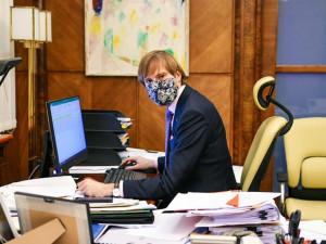 Vojtěch byl testovaný na covid-19 kvůli nakaženému novináři