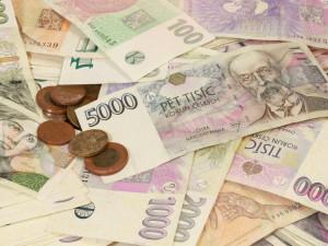 PRŮZKUM: Domácnosti přišly kvůli pandemii v průměru o 13 tisíc korun