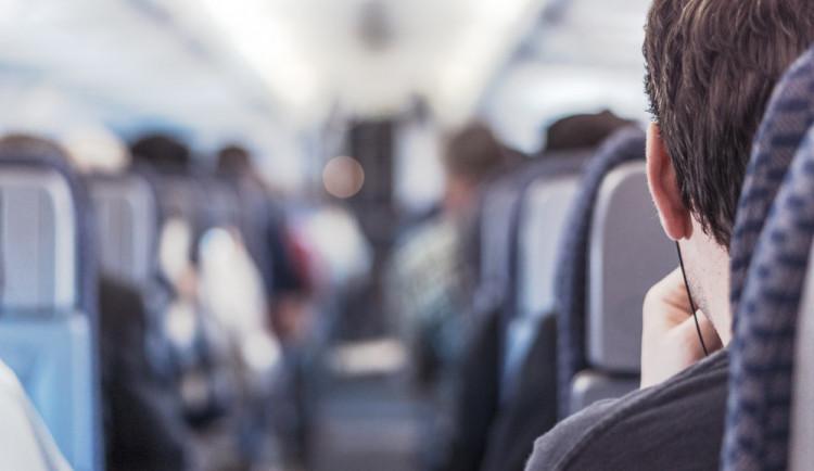 Většina českých firem zahraniční cesty pracovníků nezakazuje