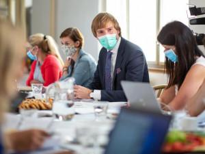 V Česku poprvé přibylo víc než 2000 případů koronaviru za den