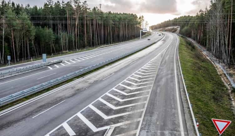 V příštím roce bude nově zpoplatněno dalších 32 kilometrů dálnic