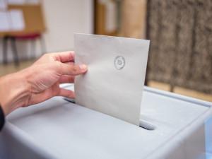 VOLBY 2020: Senátní volby vyhráli Starostové, ANO oslabilo, ČSSD propadla