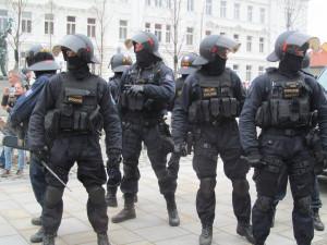 Policie kvůli protestu fanoušků svolává do Prahy stovky policistů