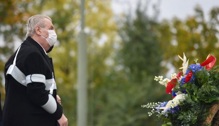 FOTO: Politici připomněli vznik státu položením věnců na Vítkově
