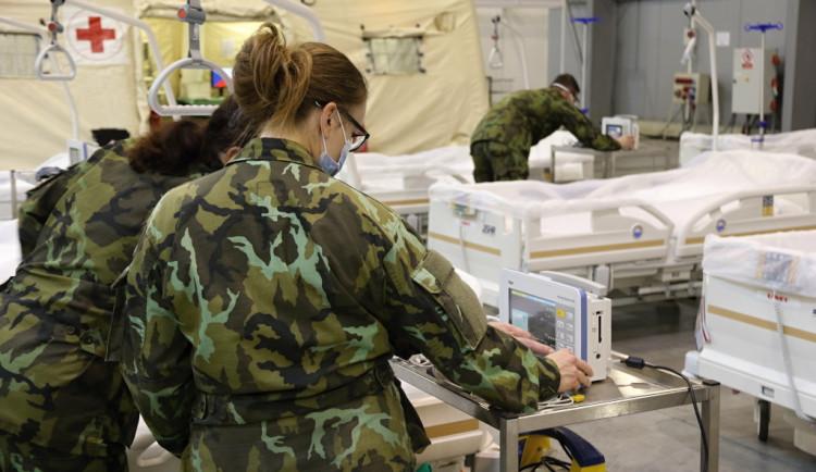 Dva němečtí vojenští lékaři dnes začali pomáhat v Ústřední vojenské nemocnici