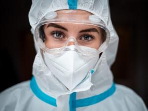 Antigenní testy mohou zabránit třetí vlně, do dvou týdnů můžeme otestovat sto tisíc lidí, říkají autoři testovací studie