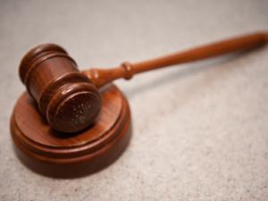 Žalobce navrhl poslat do vazby soudce z korupční kauzy