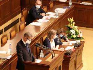 Zeman vrátil bez podpisu daňový balíček do Sněmovny, nevetoval ho