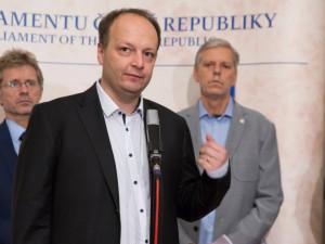 """Senátor Láska o poštvávání lidí """"mocnými"""", V4 i korupci za Babiše: V Evropě nevídané"""