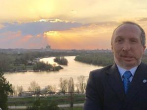 Část členů Trikolóry vyzývá předsedu Klause k odstoupení
