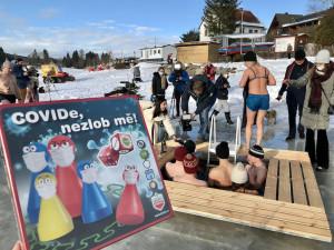 Covide nezlob mě: v únoru se na Lipensko chystá rekordní počet otužilců
