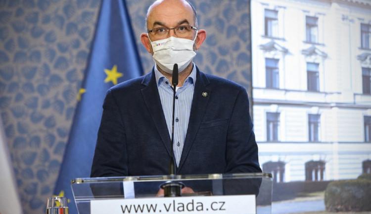 Jde do tuhého, ministr Blatný nevyloučil jednání o omezení pohybu mezi kraji