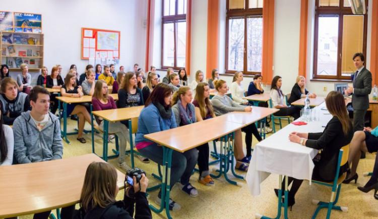 Maturanti by se od března mohli vrátit do škol s testy na covid