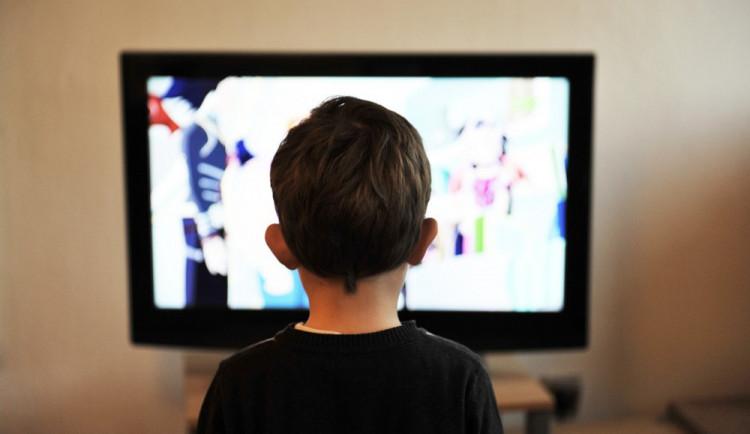 Nejvíc času u TV v regionu tráví Maďaři, Češi jsou čtvrtí