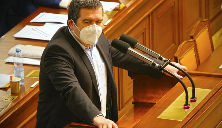 Pohyb jen v katastru obce, mimo okres s čestným prohlášením. Ministr Hamáček nastínil možné zpřísnění opatření